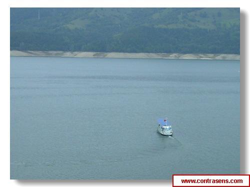 Vaporas pe Lacul Bicaz