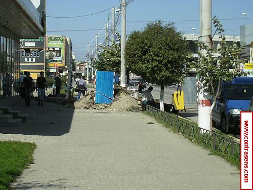 Trotuar blocat pe strada Stefan cel Mare