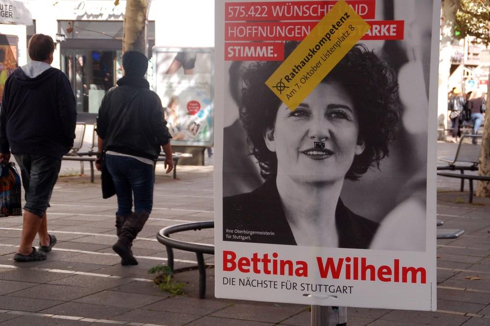 Afis electoral in Stuttgart. Un afis de dimensiunea aceasta este interzis in Romania.