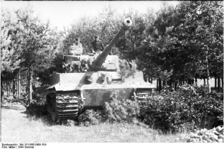 Tiger 912 moves forward near Bacau, Romania, June 1944